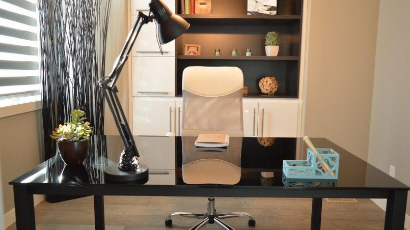 kancelarija-fotelja-lampa